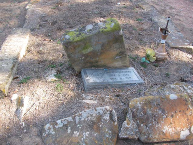 This child's grave at Boggy Depot is strange... the sandstone tombstone is worn down, so a new stone was placed in front of it. That in itself is not strange. Notice the broken lamp, however. Why's that there?