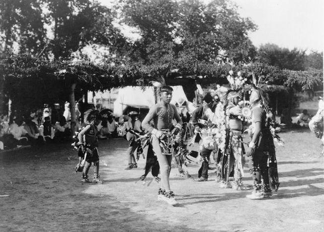 Wichita_dancers_Edward_Curtis_1927_LOC-978x701.jpg
