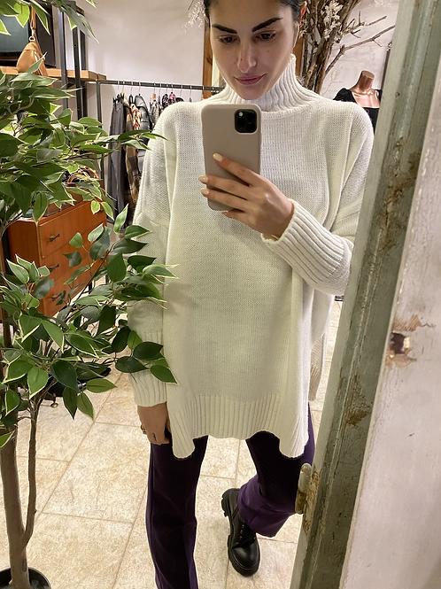 Maglione con spacchi