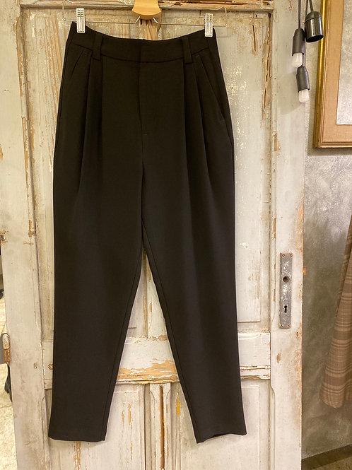 Pantalone con piegoni