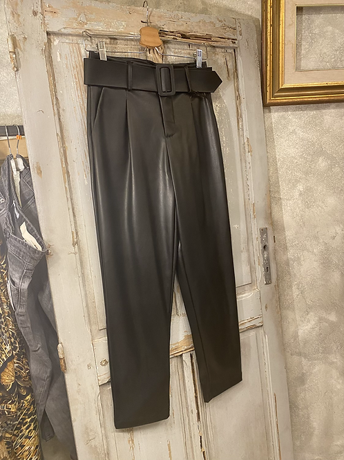 Pantalone ecopelle vita alta