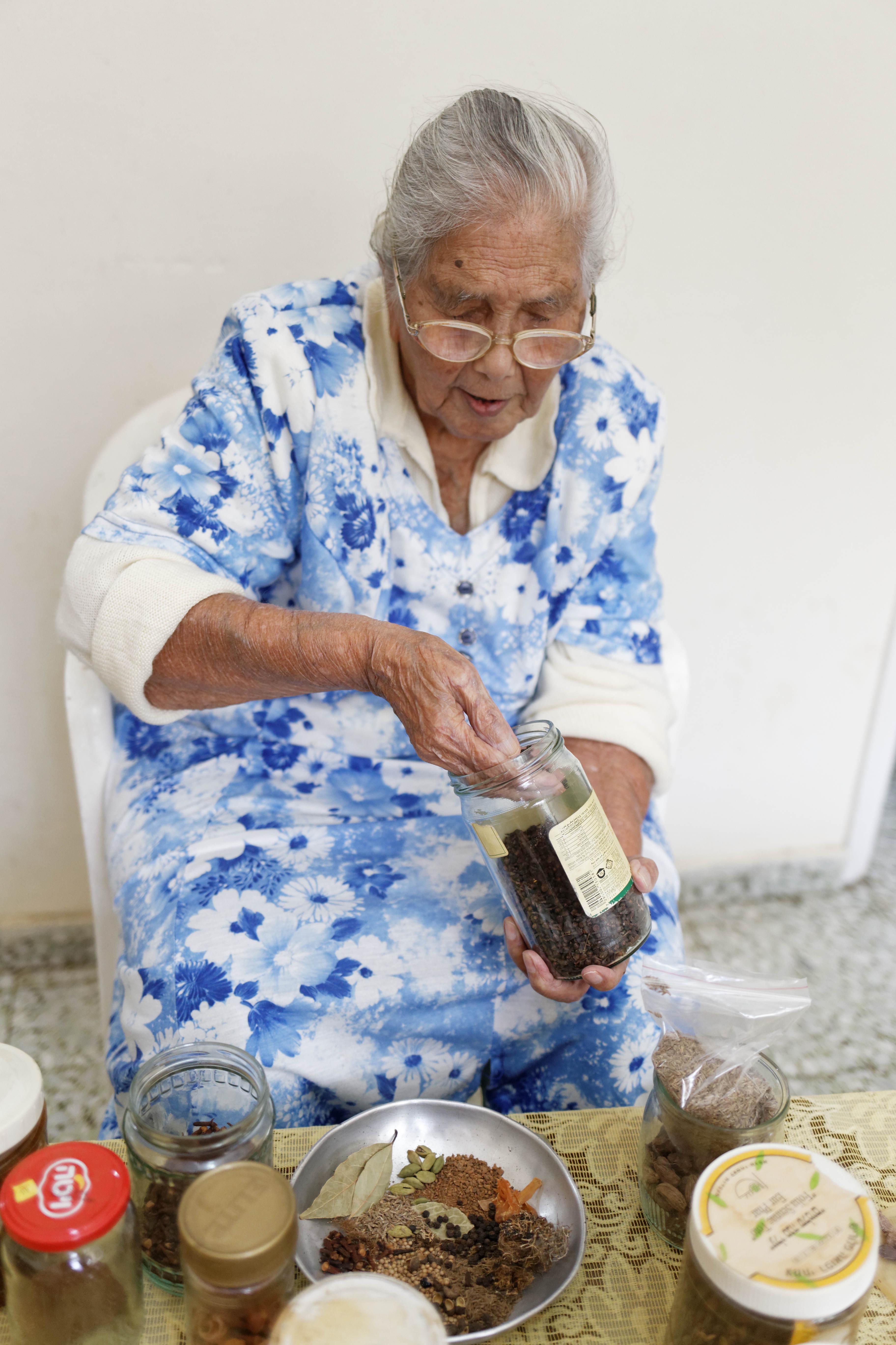 אפילו סבתא הודית אמיתית !