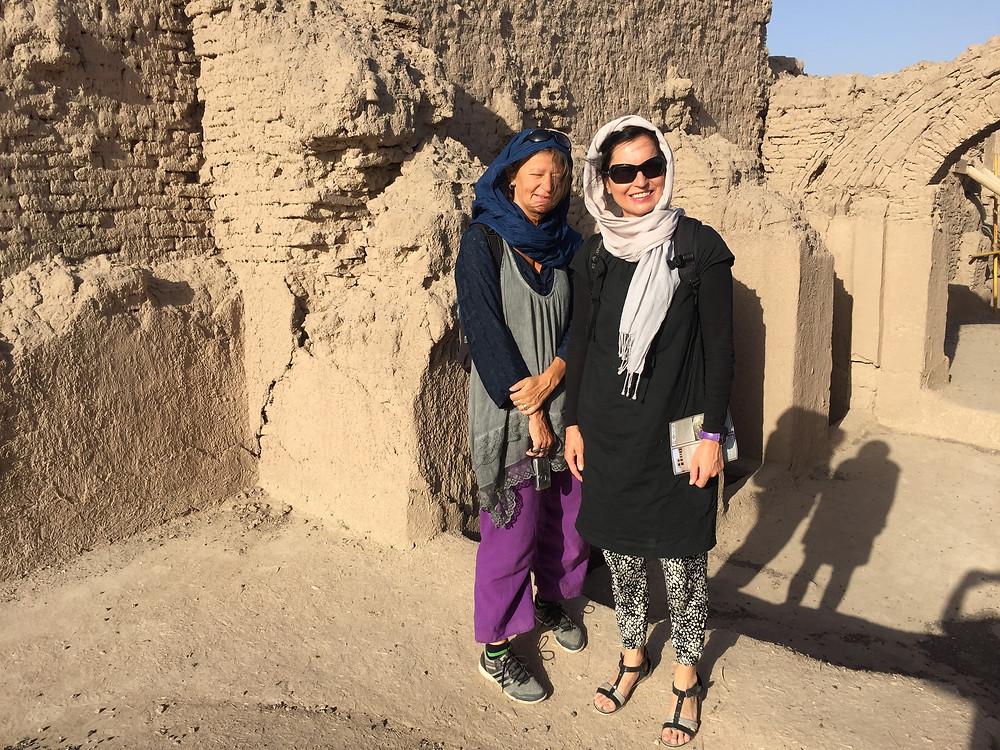 Mit unserm scheuen aber supernetten Taxifahrer ging es einen Tag in die Wüste.