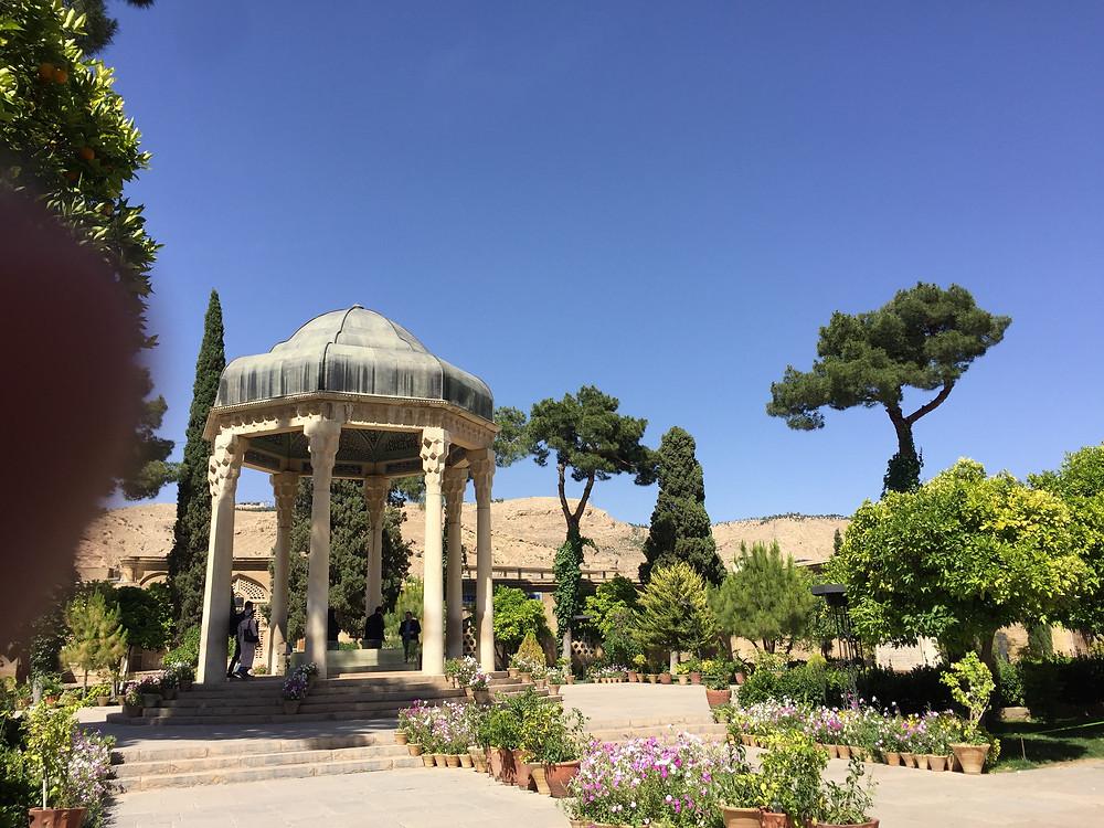 Das Mausoleum ist einen wunderschönen kleinen Park eingebetet.
