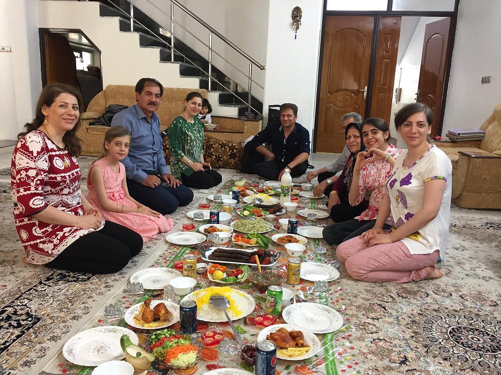So wird man in einer super netten iranischen Familie verwöhnt.