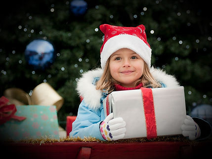 Little%20Girl%20with%20Christmas%20Prese