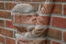 Não sejas apenas mais um tijolo na parede
