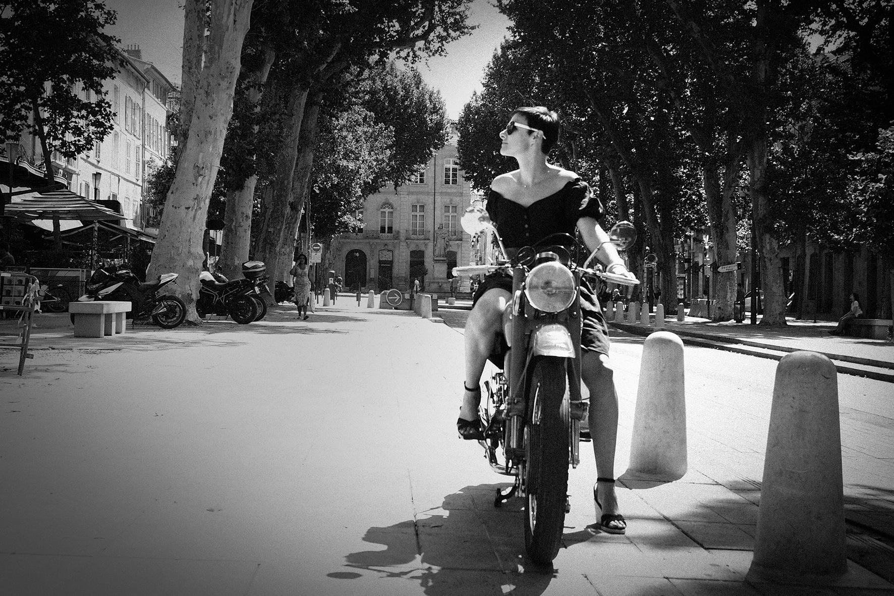 Lucie et la moto