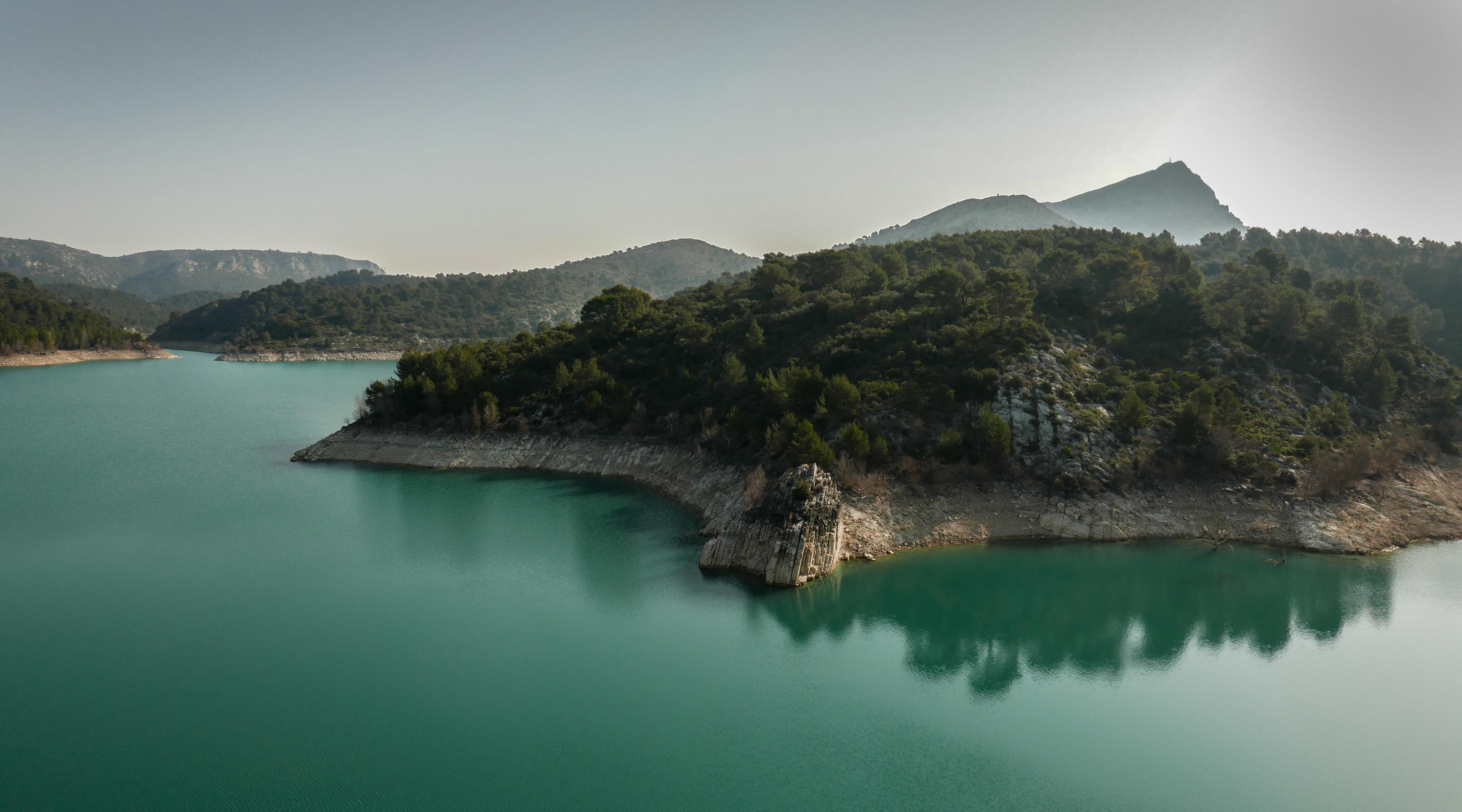 Ste Victoire vue du Lac