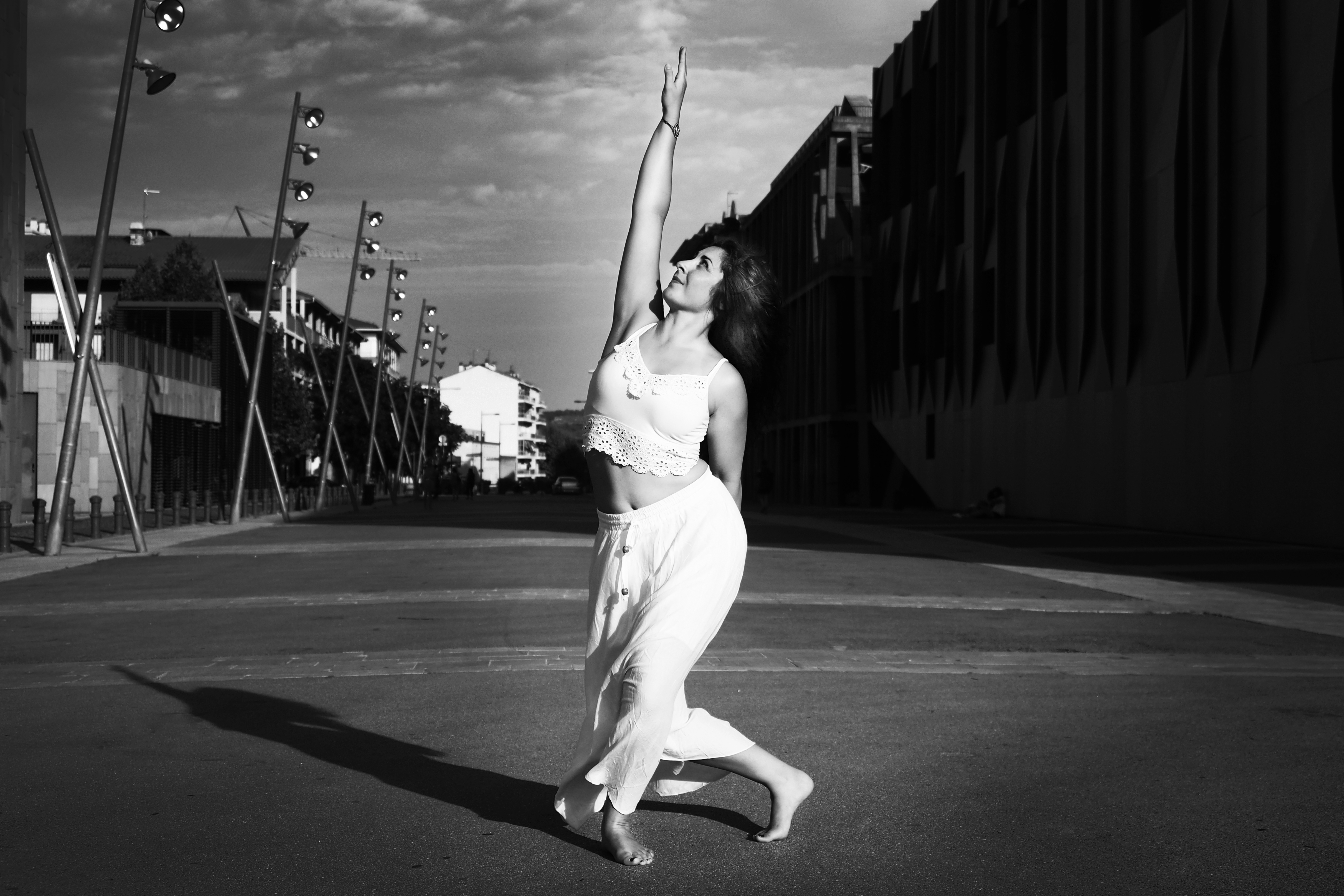 SANDRINA danse main au ciel