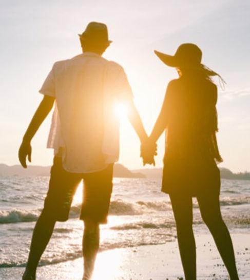 romantic-couple-on-beach-hd_edited.jpg