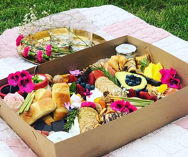 Picnic boxes for corporate, potlucks, birthdays catering, breweries and wineries food. Bay Area food