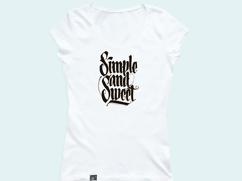 Футболка с надписью «Simple and sweet»