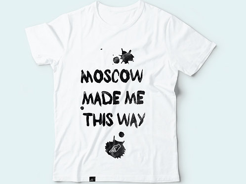 Футболка с надписью «Moscow made me this way»
