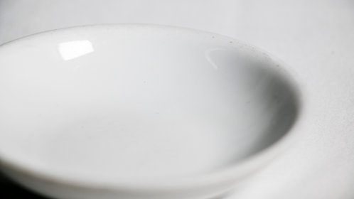 "3½"" round sauce dish  3½吋白瓷圓豉油碟"