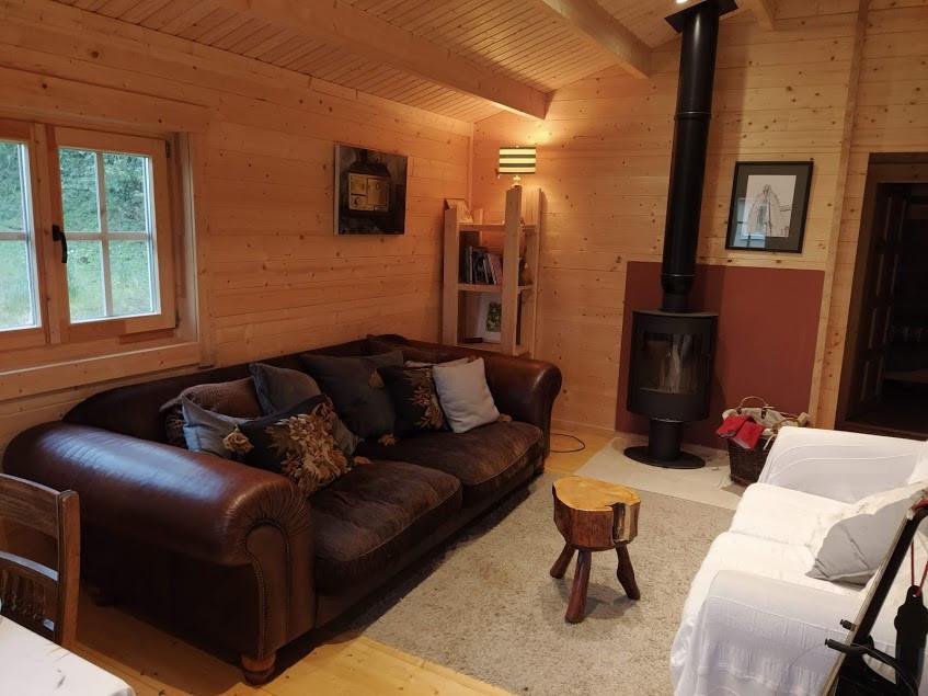 beautiful, cosy log cabin living.