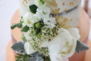 white flower arrangment