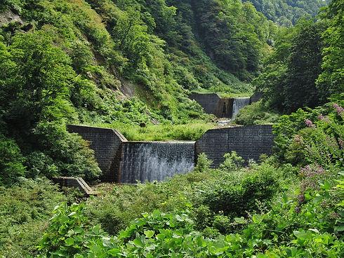 1280px-Otagiri_River_(Niigata)_check_dam