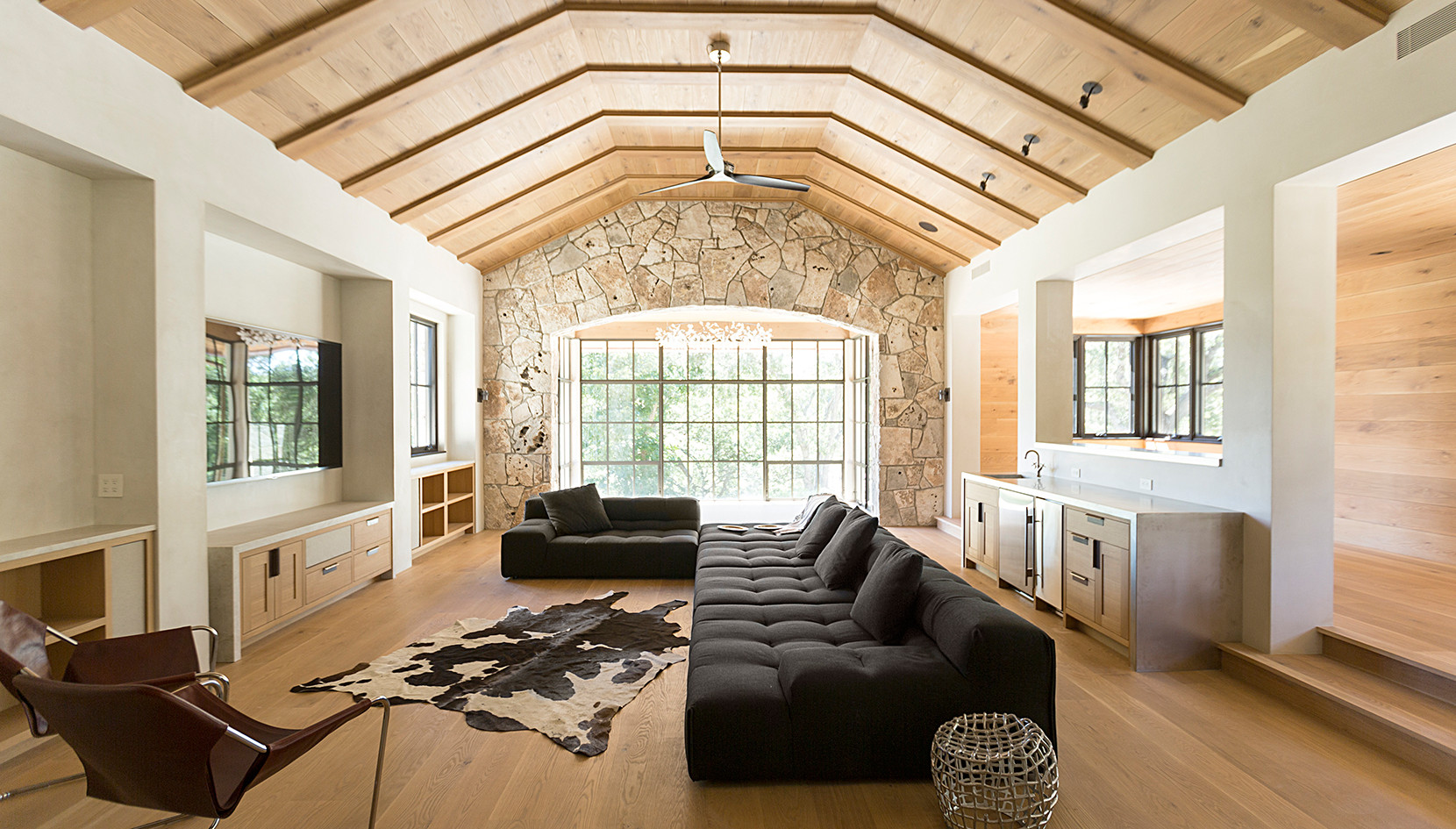 Live Sawn Oak Harwood Flooring and Ceiling Material
