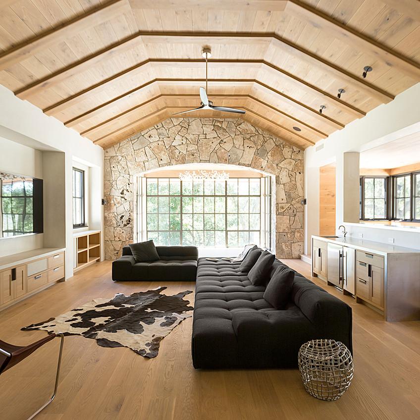 hardwood-design-company-2019-hardwood-flooring-trends-wide-plank-hardwood-flooring-live-sawn-oak-hardwood-flooring-honey-hardwood-floors