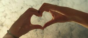 hands_heart.png