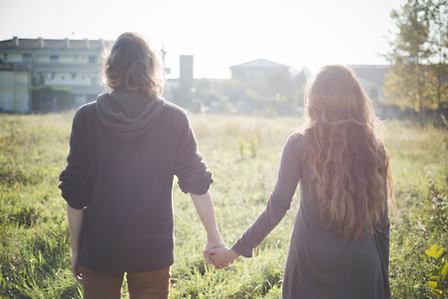 Romantisches Hand halten