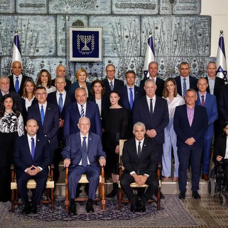"""""""Photo de famille"""" du nouveau gouvernement à la résidence du président"""