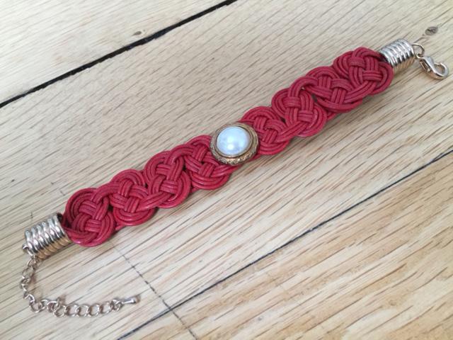 Armband geknüpft rot