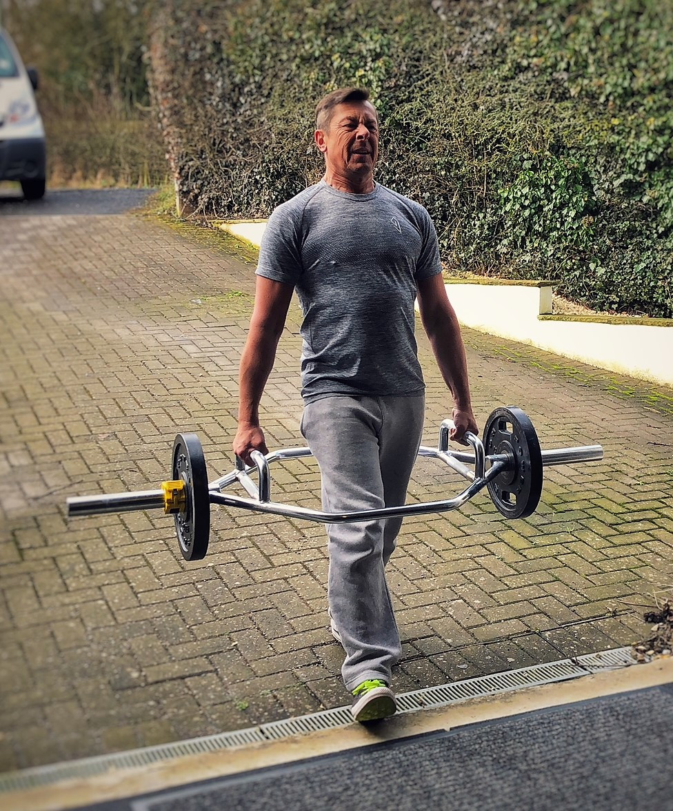 Benchmark Fitness farmers walks