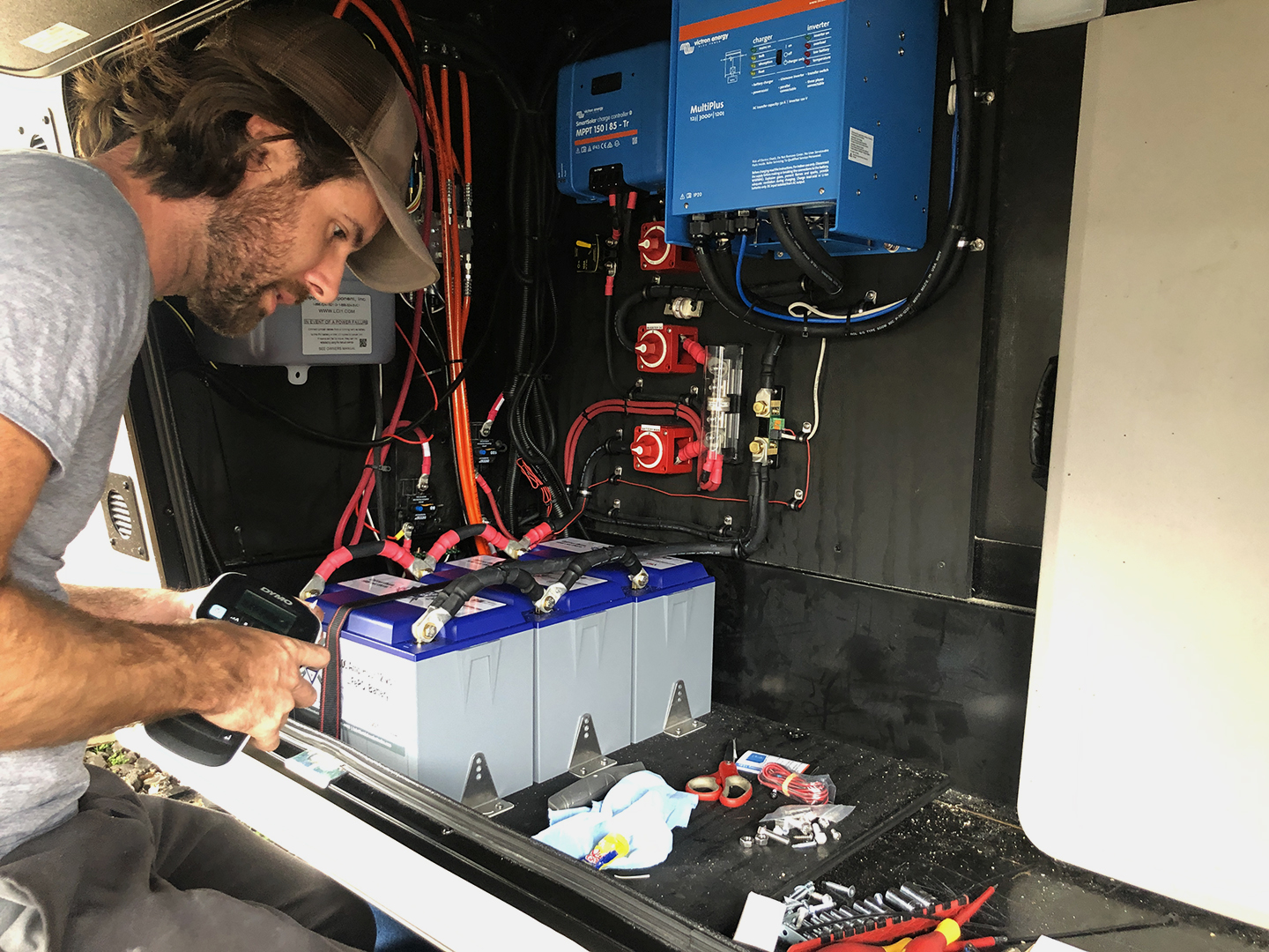 Off The Grid Camper Installations 300ah Battleborn Lithium Batteries Victron Multiplus Inverter Vanleigh Beacon 5th Wheel RV