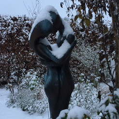 Gartenskulptur Liebespaar bronzefarben