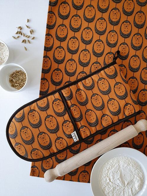 Hannah Issi Terracotta Hedgehog Oven Gloves and Tea Towel