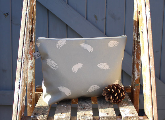 Large Falling Feathers Wash Bag (Trade)