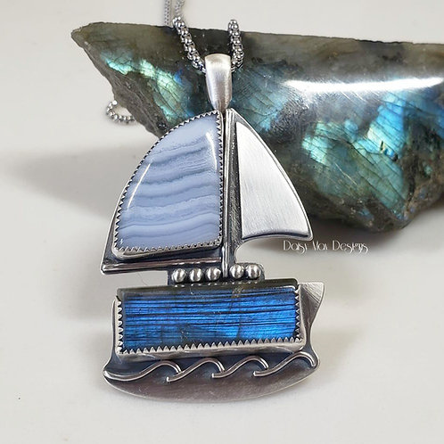 #1079 - Blue Lace Agate / Labradorite Sailboat
