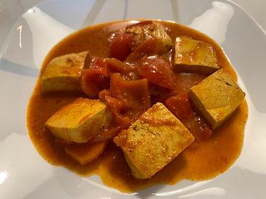 תבשיל טופו ברוטב עגבניות וירקות.jpeg