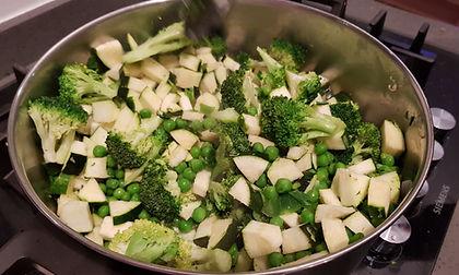 ירקות מוקפצים עם אבוקד ולימון