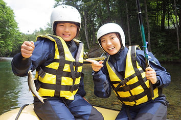 北海道富良野アウトドアツアー キッズエコラフティングならガイドラインアウトドアクラブ