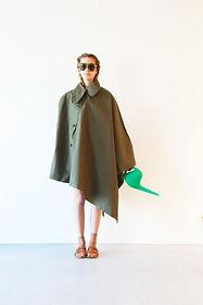 BURO-TEEP_TEEPTIJDELIJK-raincoat-girl.jp