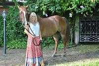 suzanna-w-horse-01.jpg