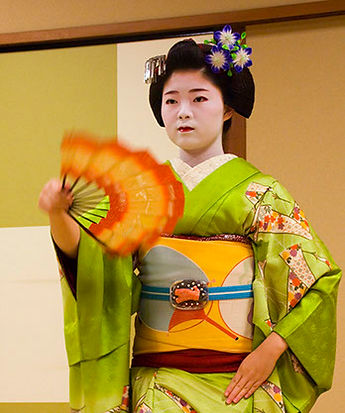 maiko dancer japan.jpg