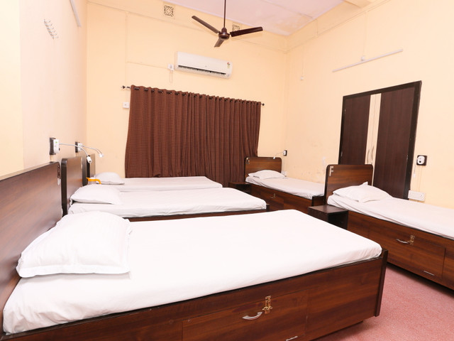 DORMITORY WITH AC