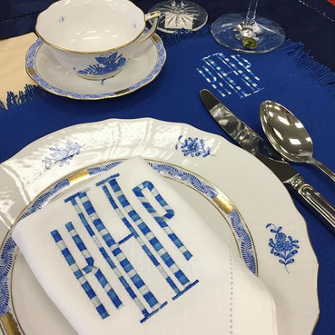 Now that's a table setting!!!! 💙 #theup