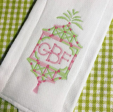 We LOVE this border and font combo! 💚💗