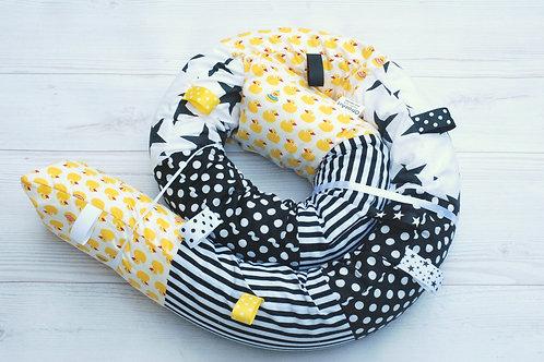 נחשוש לעריסה | דגם ברווזים צהוב ושחור לבן