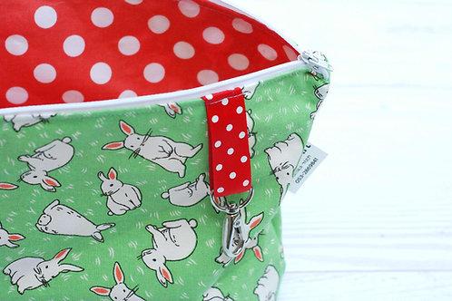 תיק החתלה   דגם ארנבים ירוק ואדום