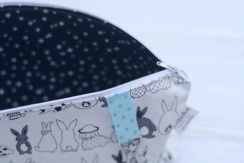 תיק החתלה | דגם ארנבים סרט כחול