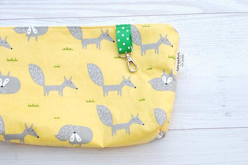 תיק החתלה | דגם שועלים בצהוב