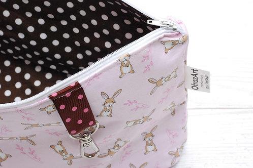 תיק החתלה | דגם ארנבים בורוד