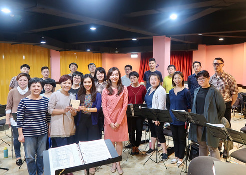 Taipei Chamber Singers with Hong Kong composer-pianist Elena Chiu