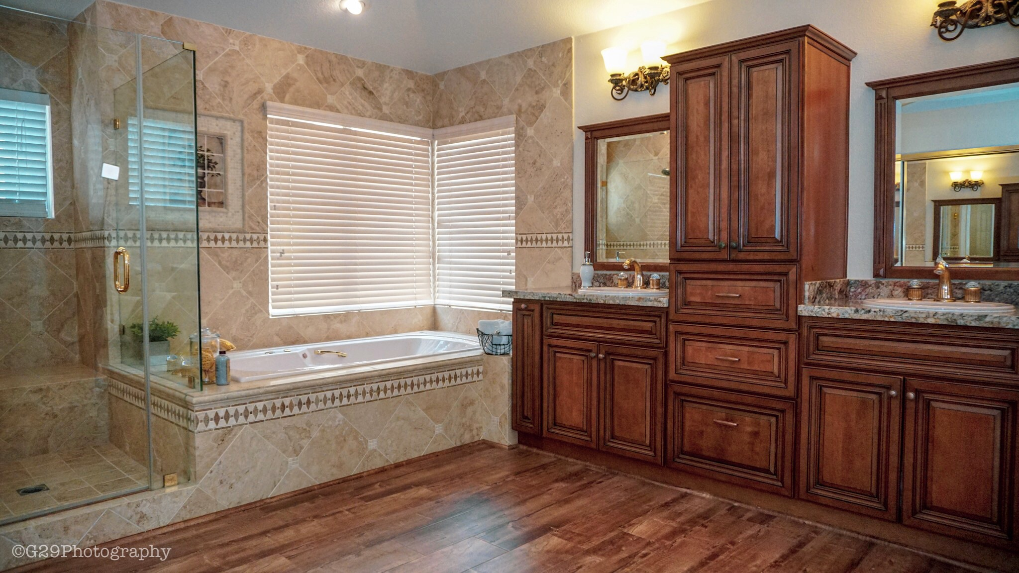 interior bathroom real estate photography